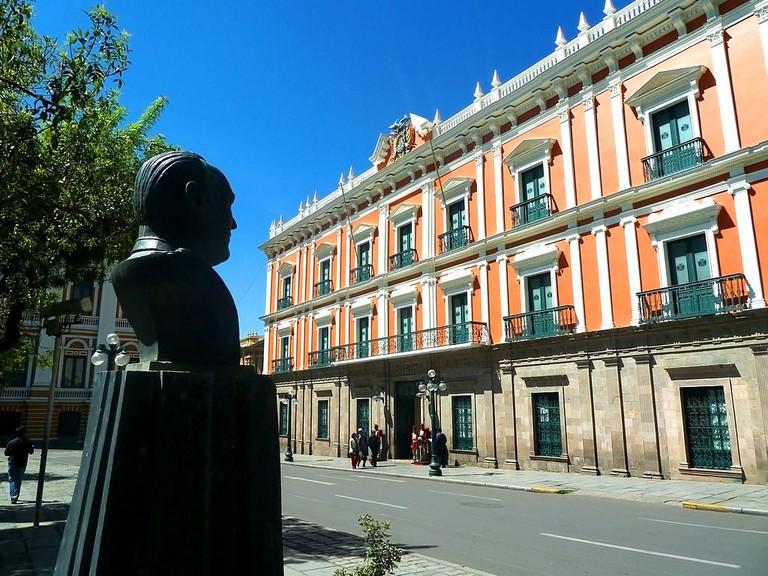 Palacio Quemado and a bust commemorating Gualberto Villarroel