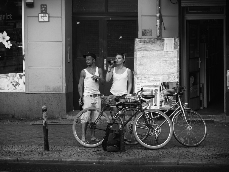Backpackers set off on a cycle tour