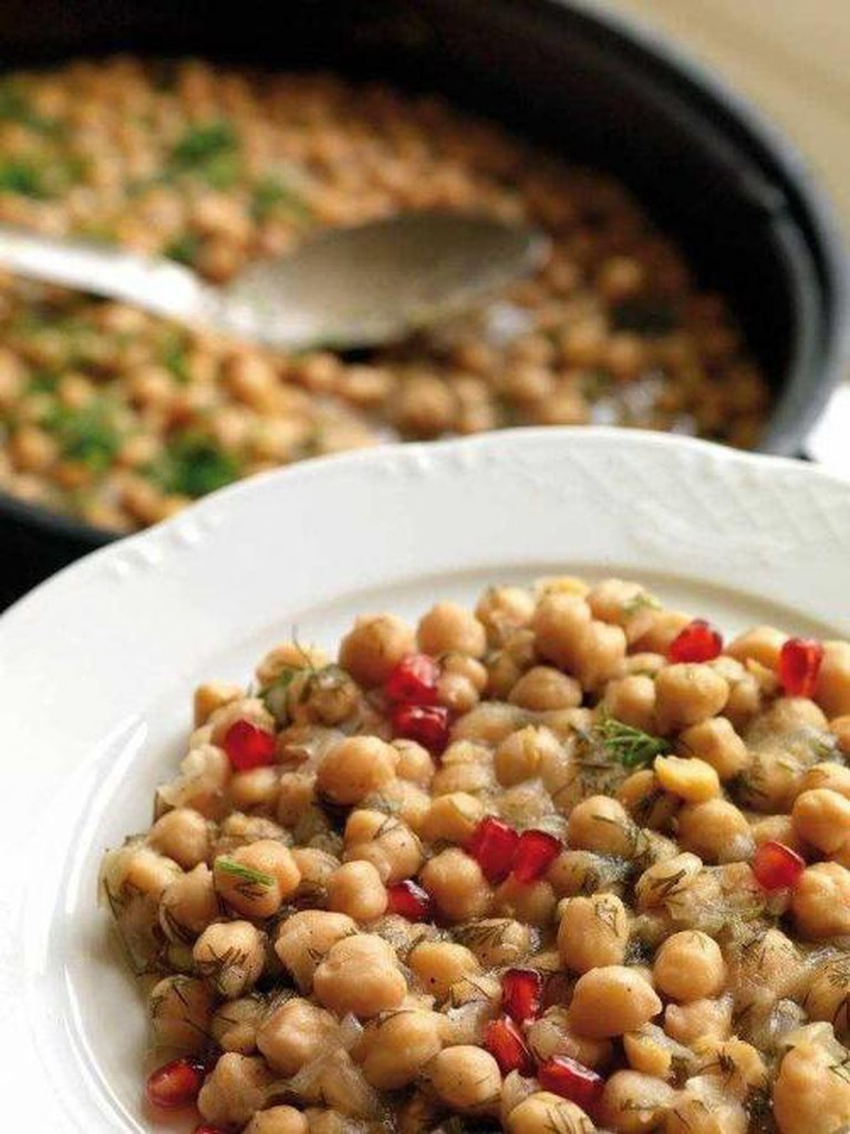 Chickpeas with tahini sauce