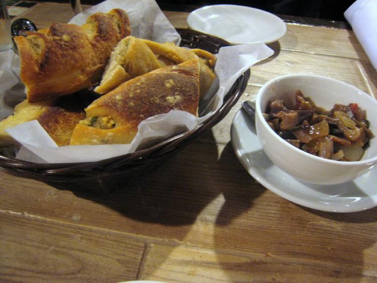 Il Porto bread and relish