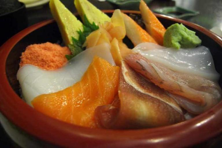 Rice with sashimi