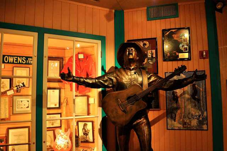 Statue of Buck at Buck Owen's Crystal Palace