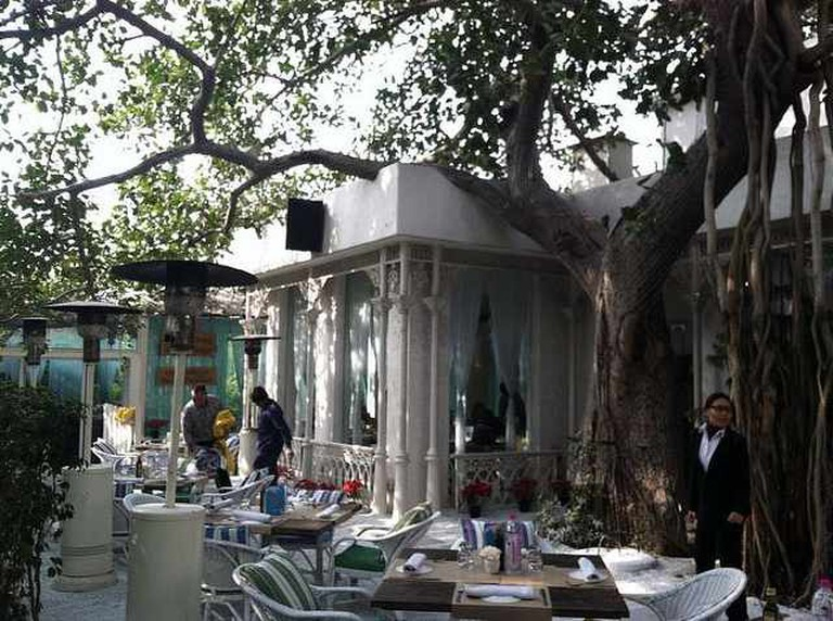 The outside seating area at Olive's Qutab