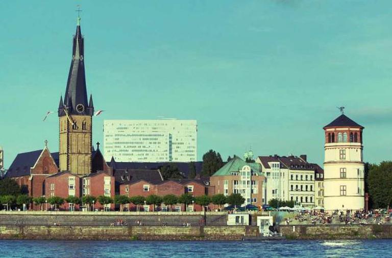 Schifffahrtmuseum Dusseldorf on the right