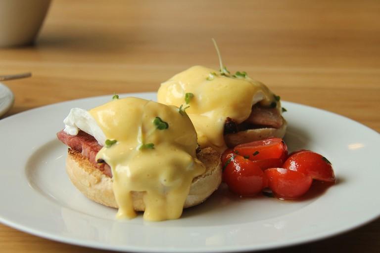 Eggs Benedict with cherry tomatoes