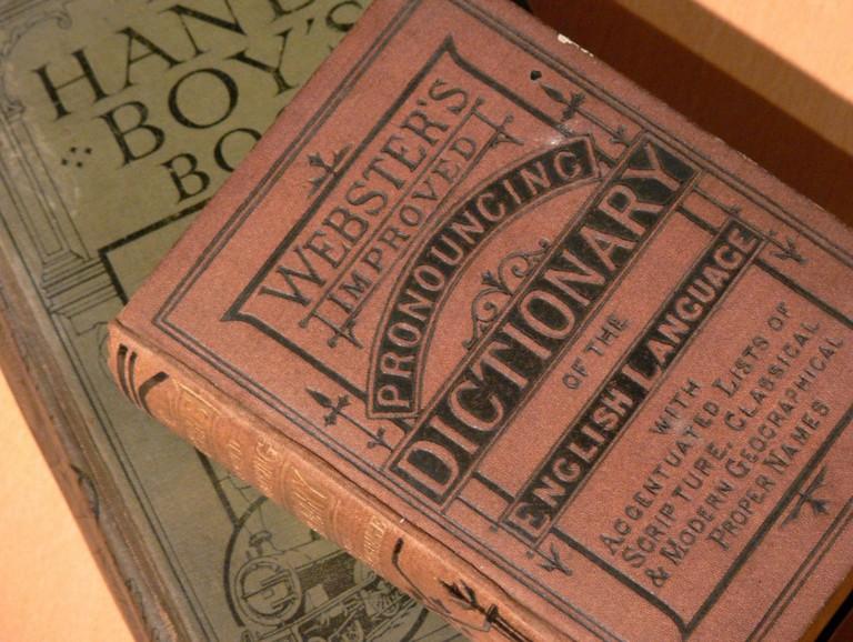 English 'Pronouncing' Dictionary