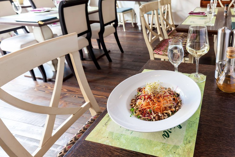 Healthy food in a relaxing environment | © Courtesy of Restoran Oliva