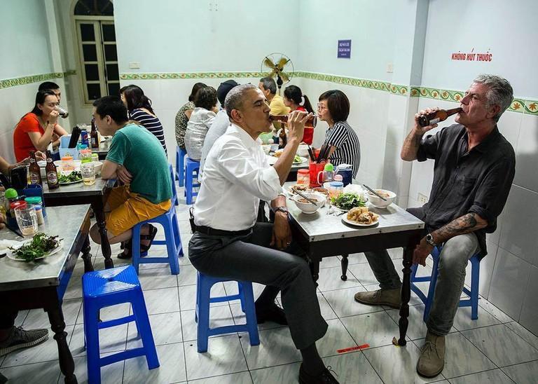 Obama eating bun cha | © manhhai/Flickr