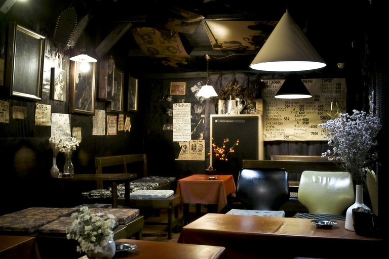 The interior of this cafe reflects the vibe of Shimokitazawa perfectly