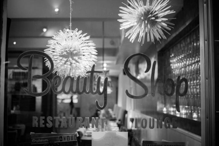 56-278765-beauty-shop