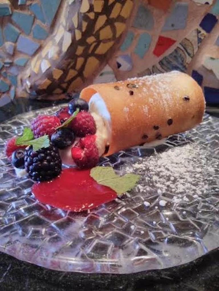 56-3628233-tapeo-frutas-con-crema