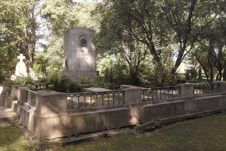 Pavlov's grave on Literatorskie Mostki in St Petersburg