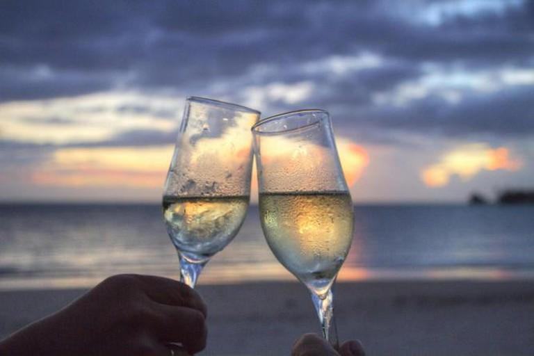 56-3994756-sea-sunset-beach-couple