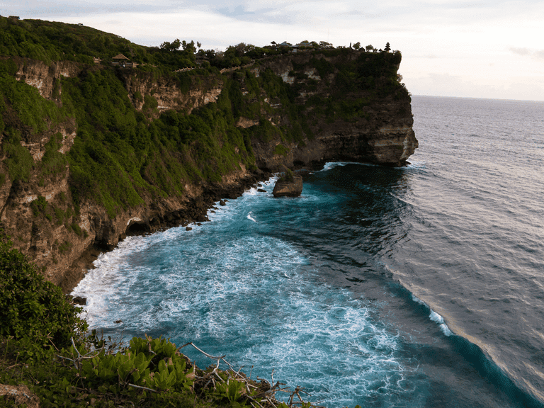 breathtaking view and cliffs in Uluwatu