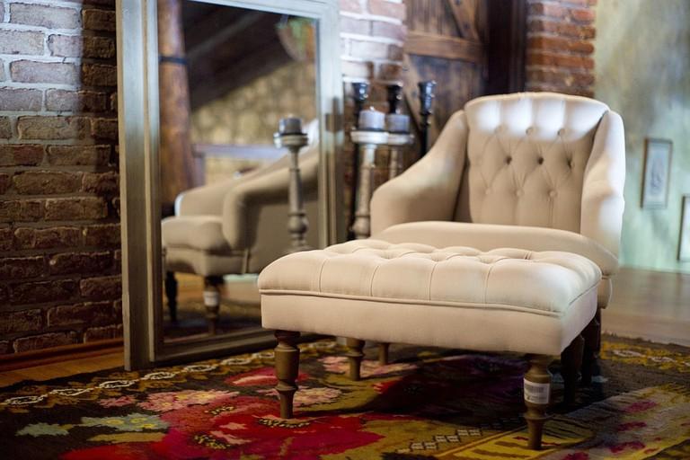 https://pixabay.com/en/armchair-furniture-carpet-home-2608301/