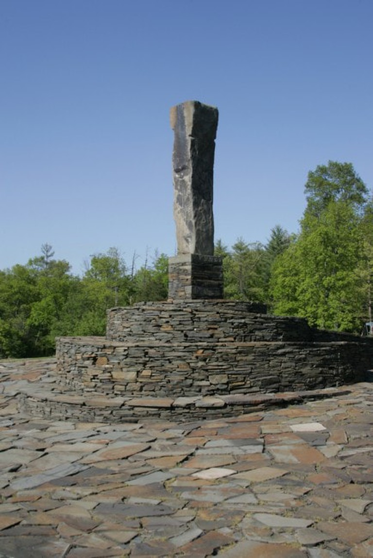 center-monument-at-opus-40-434x650