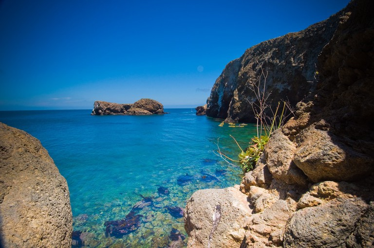 channel-island-California-water-rocks