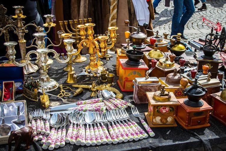 Visit the antiques market in Zaragoza