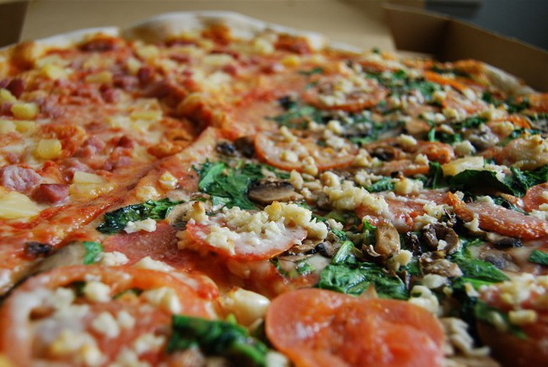 half_and_half_pizza_at_bostons_north_end_pizza_bakery_oahu_hawaii-650x435