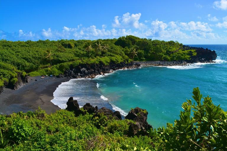 Waianapanapa black sand beach, Maui | © GE Keoni