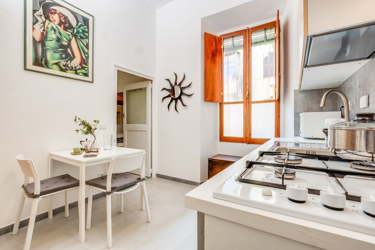 This listing is characterised by a modern vintage style