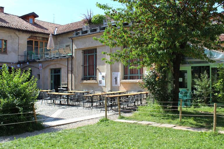 Dine and drink al fresco at Un Posto a Milano | Courtesy Un Posto a Milano Photo: The Frank Story