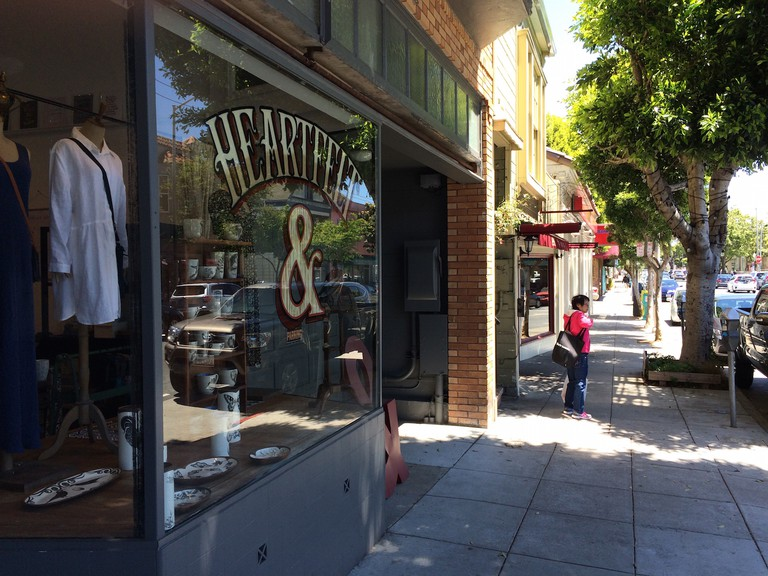 Cortland Avenue street view with boutique