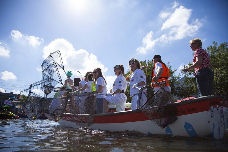 Plastic fishers cleaning up Amsterdam's canals