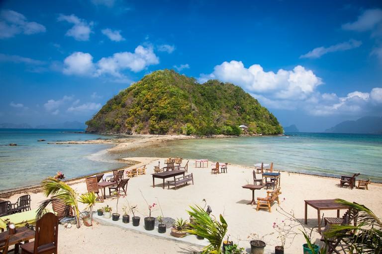 Marimegmeg beach at Palawan island, Philippines   © Aleksander Todorovic/Shutterstock