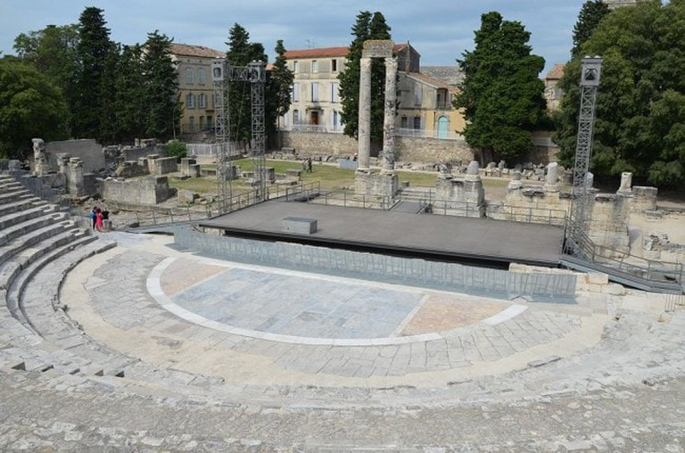 The_Roman_Theatre_of_Arles_Théâtre_antique_dArles_in_the_late_first_century_BC_to_early_first_century_AD_during_the_reign_of_the_Emperor_Augustus_Arelate_14757650204-650x430