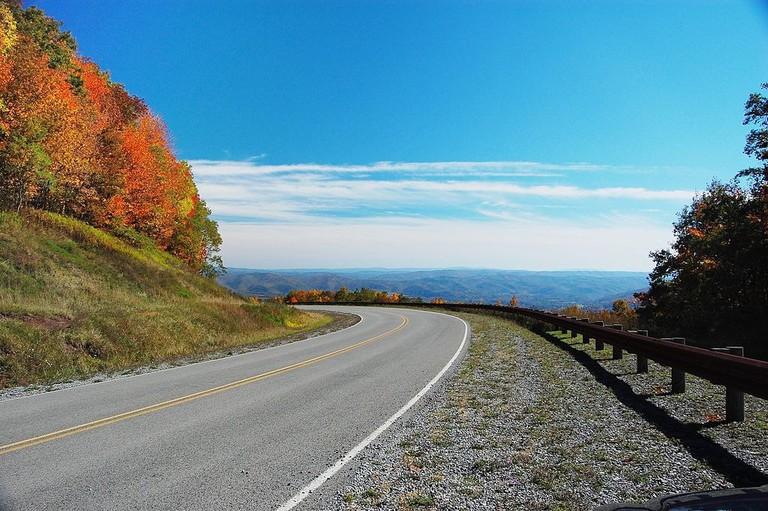 1024px-Highland_scenic_highway-wv
