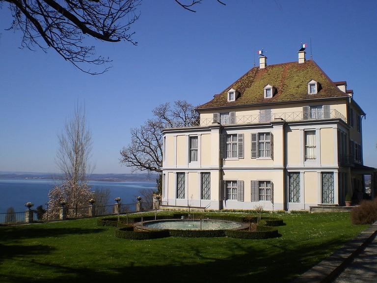 1024px-Schloss_Arenenberg_mit_Kapelle_und_Napoleonmuseum