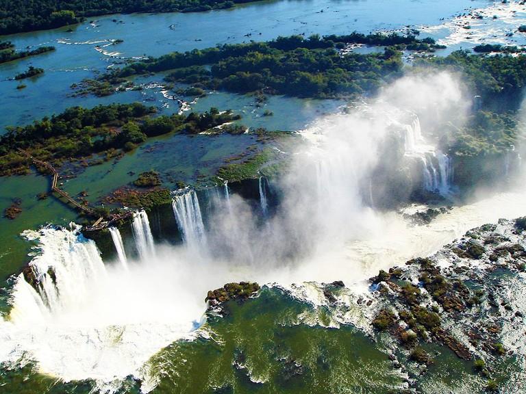 1024px-Vista_área_das_Passarelas_e_das_Cataratas_De_Foz_Do_Iguaçu_-_Brasil