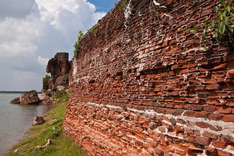 1280px-Brick_work_of_Alampara_fort_ruins