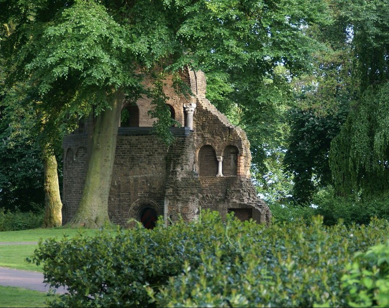 2013.05.30.181624_Ruin_Valkhof_Park_Nijmegen_NL