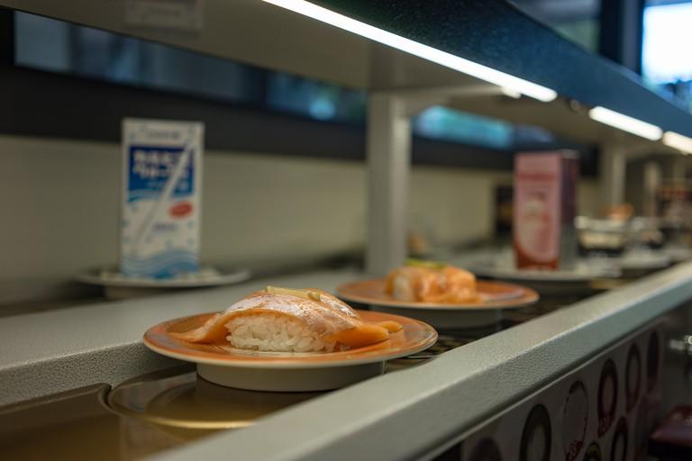 kaiten-conveyor-sushi_japan