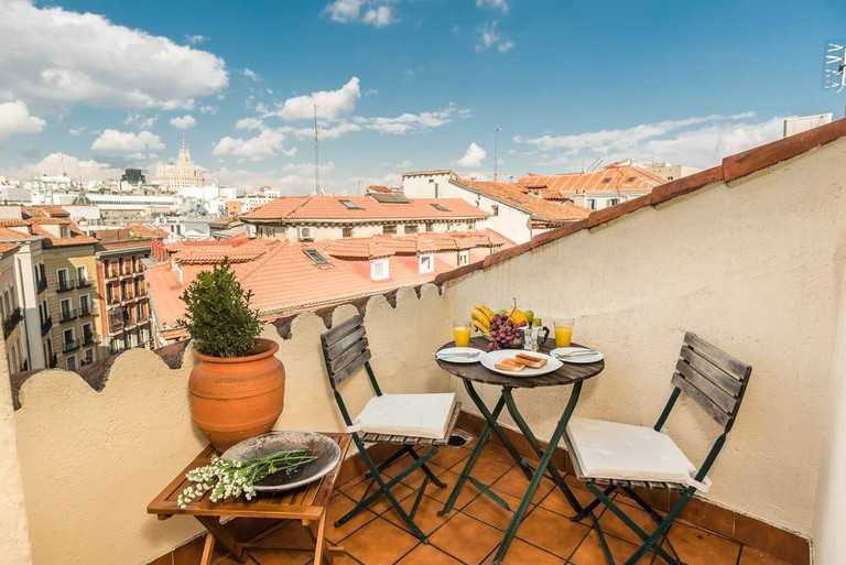 Close to Plaza Mayor, the apartment has a balcony with views over the city