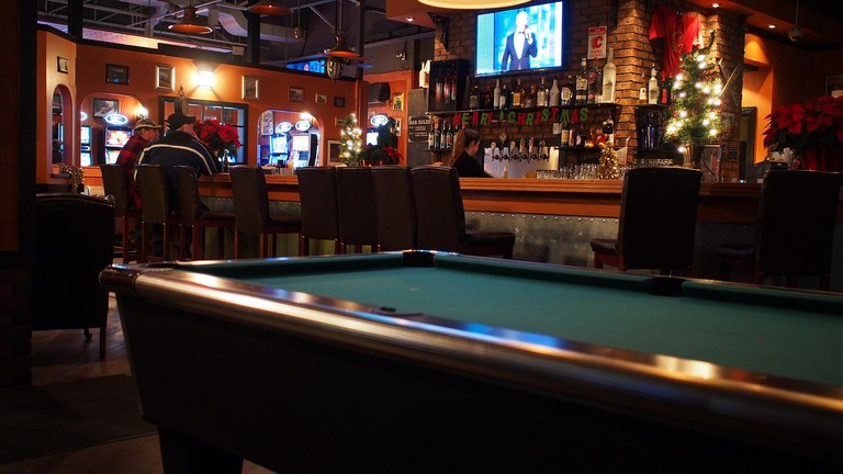 A great spot to shoot pool with friends | © Wilson Hui / Flickr