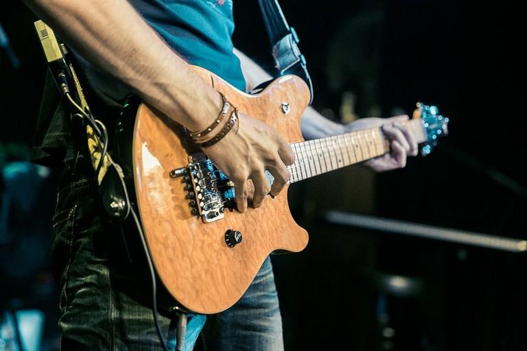 https://pixabay.com/en/guitar-band-singer-microphone-1336922/