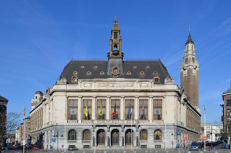 Charleroi_-_Hôtel_de_ville_vue_de_la_place_Charles_II_-_2015-03-05