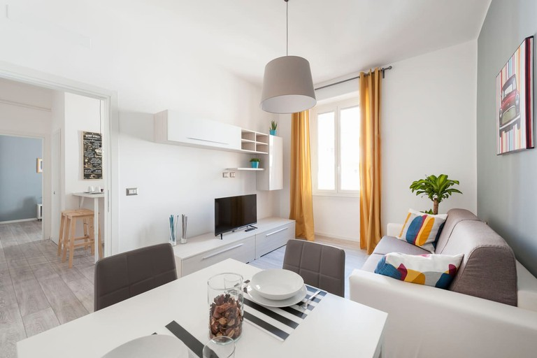 The pleasant living space of this modern Pigneto apartment
