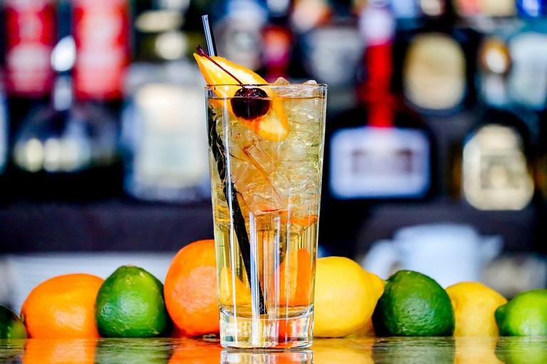 https://pixabay.com/en/drink-fruit-glass-bar-cocktail-3202709/