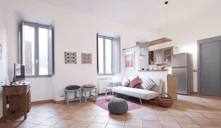 A simple but cosy living space in Monti