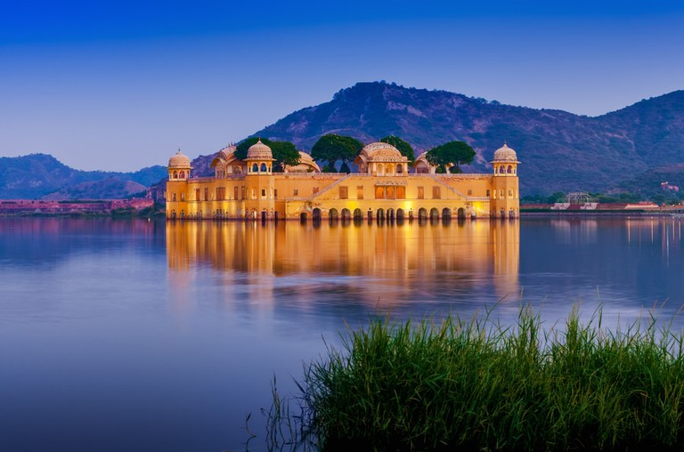 The palace Jal Mahal at night, Jaipur, Rajasthan, India | © photoff/Shutterstock