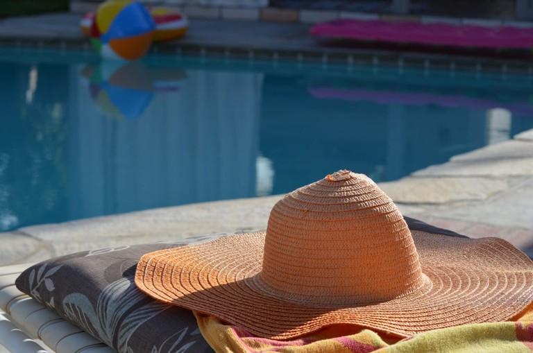 sun-swimming-pool-color-hat-leisure-sun-hat-960082-pxhere.com
