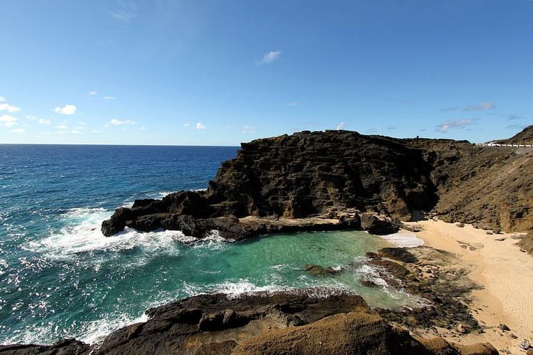 1024px-Halona_Beach_Cove_(15377668477)