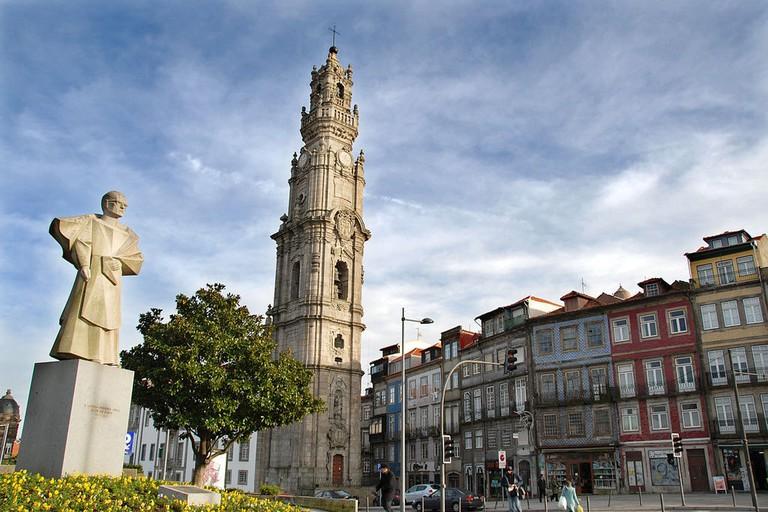 1024px-Vitoria-Igreja_e_Torre_dos_Clérigos_(2)