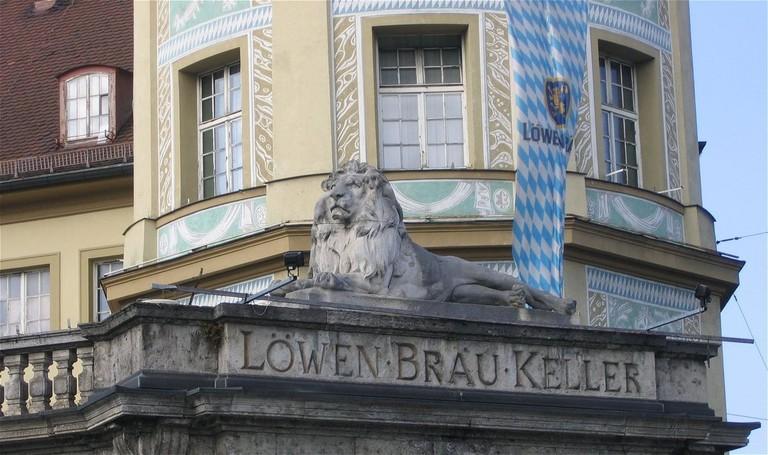 1200px-Loewenbraeukeller_Muenchen-2