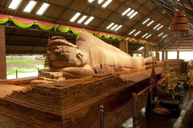 The sandstone reclining Buddha housed at Wat Dharmacakra Semaram is the oldest reclining Buddha in Thailand and dates back to the 8th century CE. The Dvaravati-style image is 13.5 metres long