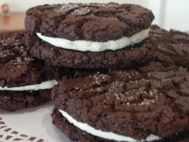 56-3628236-red-velvet-oreo-cookie
